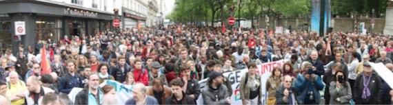 Plusieurs milliers de manifestants à Paris, le 13 mai, pour dire : <i>«Macron, un an, ça suffit !»</i>